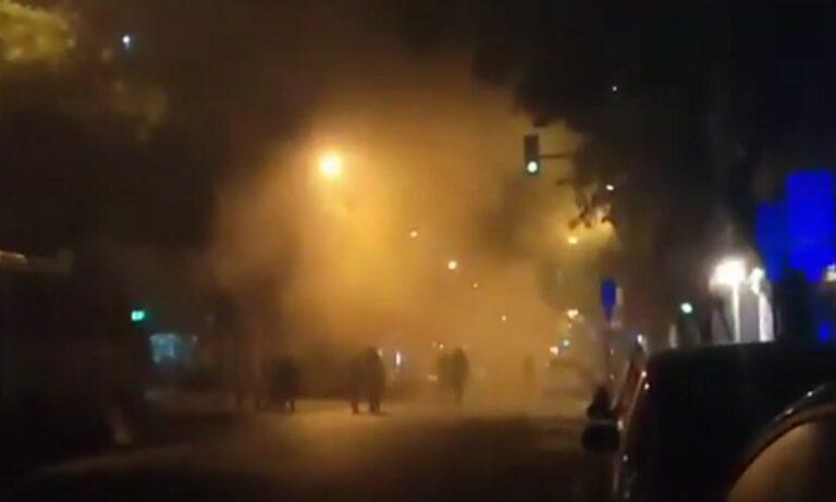 Θεσσαλονίκη: Μολότοφ και χημικά έξω από το τουρκικό Προξενείο (vid)