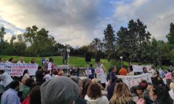 Για ακόμη ένα Σάββατο (16/10) οι υγειονομικοί υπάλληλοι συγκεντρώθηκαν στο Πάρκο Ελευθερίας, στην Αθήνα, κατά του υποχρεωτικού εμβολιασμού.